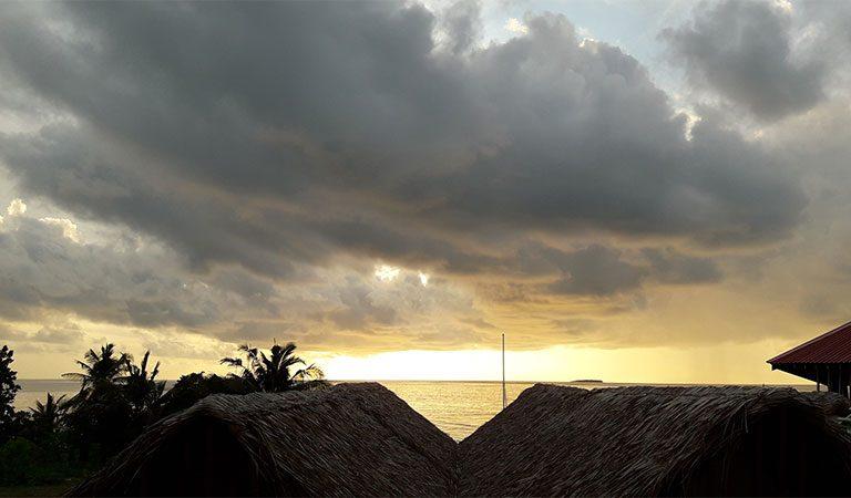 Infinity-Dhiffushi-Dining-Area-Sunset-View-2.jpg
